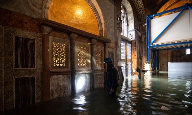 물에 잠긴 마크 바실리카 성당/시진=Getty