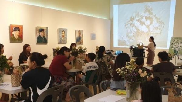 꽃보다살롱전시는 전시와 놀이, 교육을 엮어 '꽃'을 통한 즐거운 관람의 기억을 제공하는 프로그램을 기획했다./사진=꽃보다전시팀 발표자료